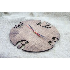 Wall clock with arabic numerals 30 cm in diameter.