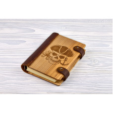"""Notebook made of genuine leather and wood """"Pirate"""""""